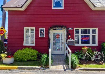 Terrasse Chez Donat - entrée principale 190 rue Laurent - St-Jean-de-Matha, Lanaudière