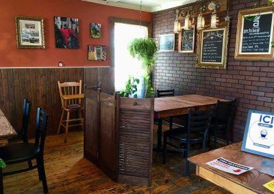 Terrasse Chez Donat - salle à manger avec cloisons - St-Jean-de-Matha, Lanaudière
