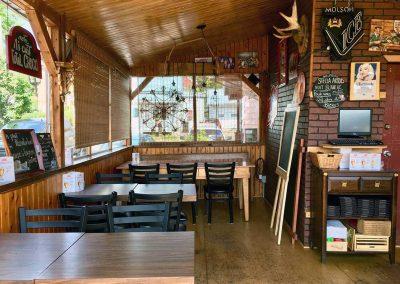 Terrasse Chez Donat - salle à manger côté bar - St-Jean-de-Matha, Lanaudière
